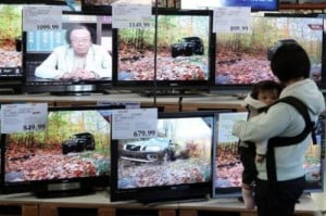 A shopper looks at a display of LCD HDTV televisions on November 18, 2009 in San Francisco, California. The inventors of products ranging from kitchen drawers that close silently to hi-tech cancer-killing nano capsules were among those honoured at the European Inventor Awards on Tuesday.