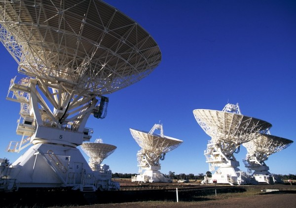 Antennas of CSIRO's Compact Array telescope. Photo: David Smyth