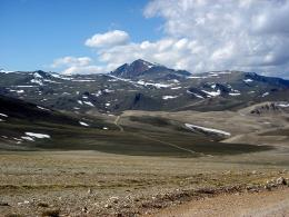 Photo of White Mountain peak taken in the Alpine Zone. Credit: Jonathan Lamb/Wikimedia Commons