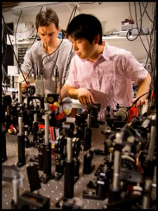 Daniel Salart Subils, Postdoc and Ph.D-student, Heng Shen are working on the experiments in the Quantum Optics Lab at the Niels Bohr Institute.