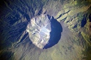 """The crater of the Indonesian volcano Tombora (diameter about 7 km). Its eruption turned 1815 in to a """"year without a summer"""" in Europe. The sulfate traces it left behind in the Greenland and Antarctic ice, served as a comparison for the current model study. Credit: NASA"""