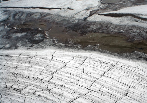 Cracks appearing in the permafrost signal that a thaw is coming. Image credit: Brocken Inaglory/Wikipedia