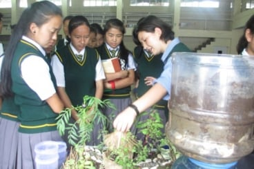 A teacher explains sustainable and organic farming to students of different Tibetan schools in Dehradun. Photo courtesy of Dalai Lama Center