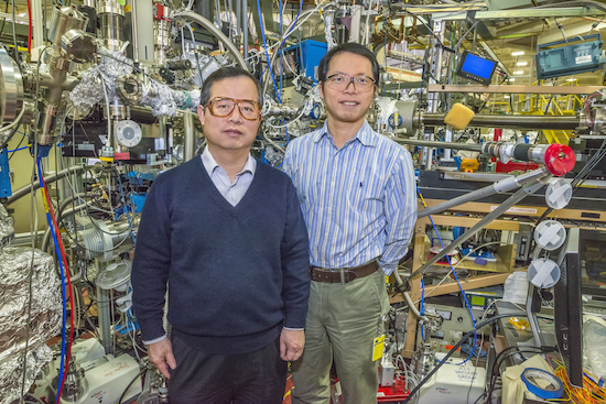 Jinghua Guo (left) and Yi-De Chuang at Beamline 8.0.1 of the Advanced Light Source were part of a team that discovered a key to controlling the electronic and magnetic properties of Mott materials. (Photo by Roy Kaltschmidt)