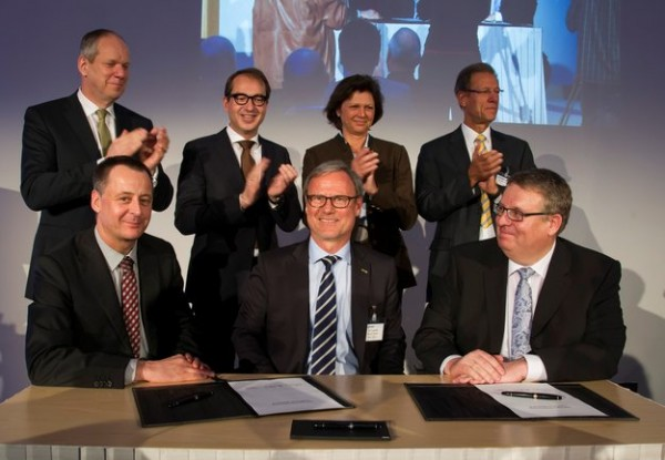 The €144 million contract for the Sentinel-5 instrument of Europe's Copernicus programme was formally signed on 28 March 2014 with Airbus Defence and Space in Ottobrunn, Germany. Front, left to right: Eckard Settelmeyer (Airbus Defence and Space), Volker Liebig (ESA) and Michael Menking (Airbus Space and Defence). Back: Evert Dudok (Airbus Defence and Space), Alexander Dobrindt (German Minister of Transport and Digital Infrastructure), Ilse Aigner (Bavarian Minister for Economy and Media, Energy and Technology), Reinhard Schulte-Braucks (European Commission). Copyright Airbus Defence and Space