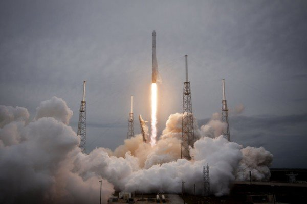 SpaceX Falcon-9 launch from Cape Canaveral, USA, with the Dragon CRS-3 spacecraft, 18 April 2014. Stowed in this Dragon's cargo are lentil seeds that will be nurtured into life on the International Space Station as part of the Gravi-2 experiment investigating how sensitive plants are to gravity. Copyright SpaceX