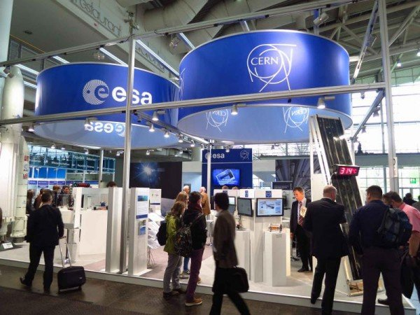 CERN and the European Space Agency share a stand to present their technologies at Hannover Messe, the world's biggest industrial fair (Image: rheinland relations)