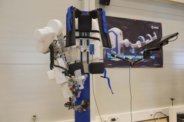 An exoskeleton that weighs just 10 kg can control over 400 km away. The robot will copies arm and hand movements as commands and feedback are sent over the regular cell-phone network. Copyright: ESA