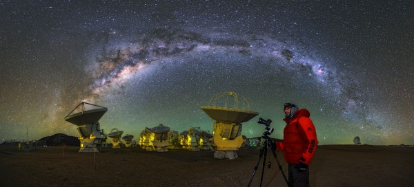 High on the Chajnantor Plateau, some 5000 metres above sea level it can get extremely cold at the site of theAtacama Large Millimeter/submillimeter Array (ALMA). Babak Tafreshi, one ofESO's Photo Ambassadors and part of theESO Ultra HD Expeditionteamis shown here capturing the cool cosmos. The Milky Way can be seen to arc overhead.