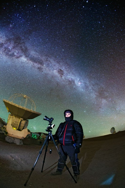 High on the Chajnantor Plateau, some 5000 metres above sea level it can get extremely cold at the site of theAtacama Large Millimeter/submillimeter Array (ALMA). Yuri Beletsky, one ofESO's Photo Ambassadors and part of theESO Ultra HD Expeditionteamis shown here capturing the cool cosmos.The Milky Way can be seen to stretch overhead.
