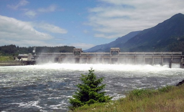 The hydroelectric plants in the Columbia River basin in the Pacific Northwest generate 22,000 MW in output. In the photo: a dam wall in the many-branched dam system. © Fraunhofer IOSB