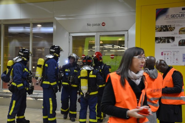 The EU research project, Secur-ED, aims to achieve greater security at Europe's train stations. Here, fire department staff can be seen on a test run in Madrid. © Secur-ED