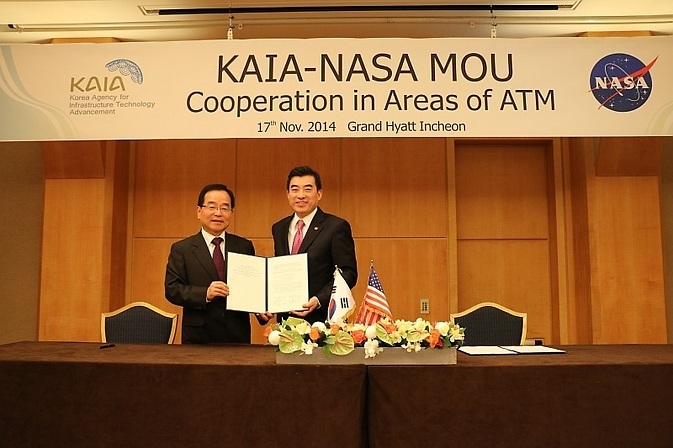 Jaiwon Shin, NASA's associate administrator for Aeronautics Research, and Jaeboong Lee, president of the Korea Agency for Infrastructure Technology Advancement, signed an agreement Nov. 17, 2014 in Seoul, South Korea, for future agency cooperation on the development of advanced air traffic management technologies. Image Credit: NASA