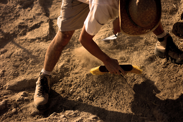 Archaeologist in work. Image credit: Capture The Uncapturable via Flickr, CC BY 2.0.