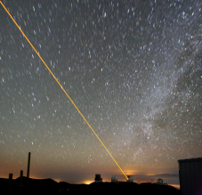 "An ""artificial star"" is created in the sky with a laser beam at the Keck Observatory in Hawaii in order to correct the distortions that air turbulence causes in measurements – a technique known as adaptive optics. (Photo: Paul Hirst / Wikipedia)"