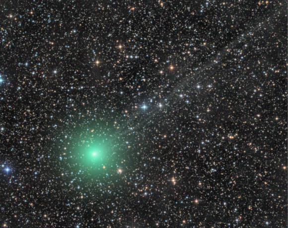 Another awesome shot of Comet Lovejoy Q2 taken on November 26, 2014. Gases in the coma including carbon and cyanogen fluoresce green in the Sun's ultraviolet light. The comet's moderately condensed coma currently measures about 8 arc minutes across or 1/4 the size of the full Moon. Credit: Damian Peach