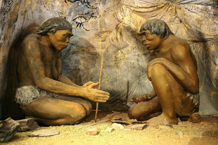 New study shows our ancestors mastered fire only 350.000 years ago. Image source: Wikipedia, License: Public Domain.