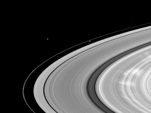 Spokes visible in Saturn's B ring. Credit: NASA/JPL/Space Science Institute