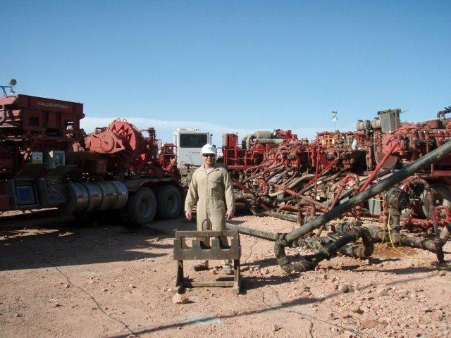 Hydraulic fracturing triggers minor earthquakes, researchers say. Image credit: Joshua Doubek via Wikimedia.org, CC BY-SA 3.0.