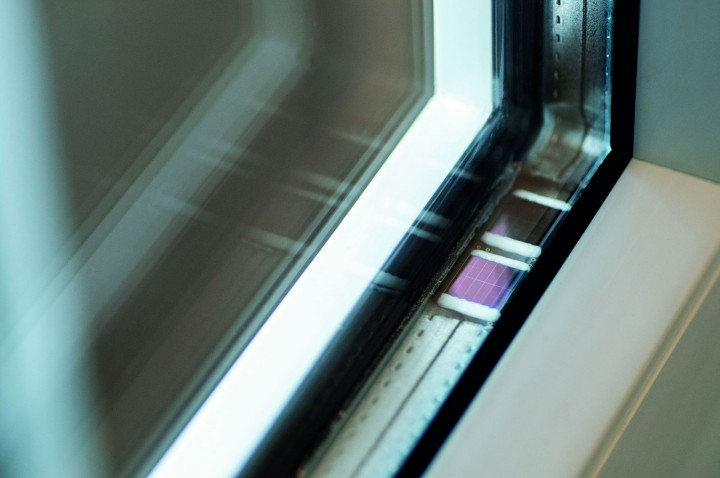 The chip affixed to the window frame supplies itself with energy. © Fraunhofer IMS