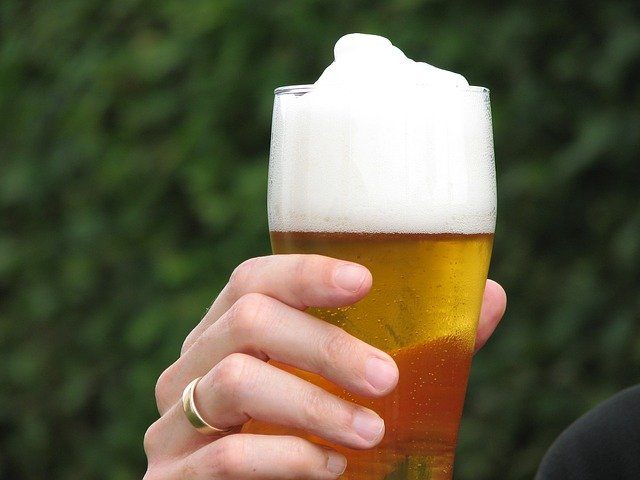 Beer could stave off serious aging-related diseases? Well, the amount should not be excessive. Image credit: Didgeman via pixabay.com, CC0 Public Domain.