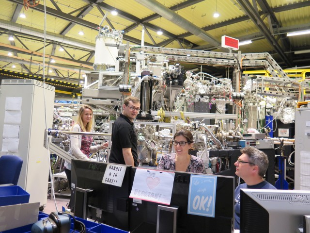 Nightshift at BESSY II is teamwork. Claire Nichols, James Bryson, Julia Herrero Albilios and Richard Harrison (from left to right). Credit: HZB