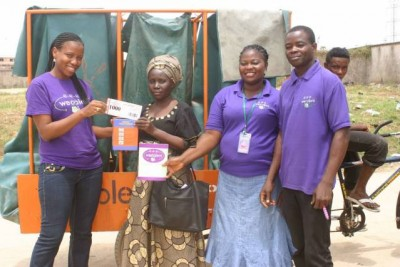A local woman exchanges points she earned for recycling through Wecyclers for food. Courtesy of Wecyclers