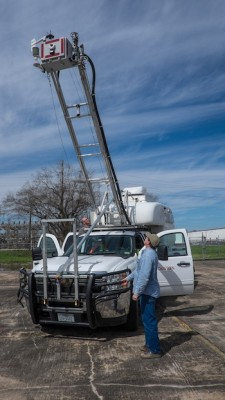 When stationary, the Mobile Atmospheric Lab's mast can be raised to sample air above the ground. Image credit: Jeff Fitlow