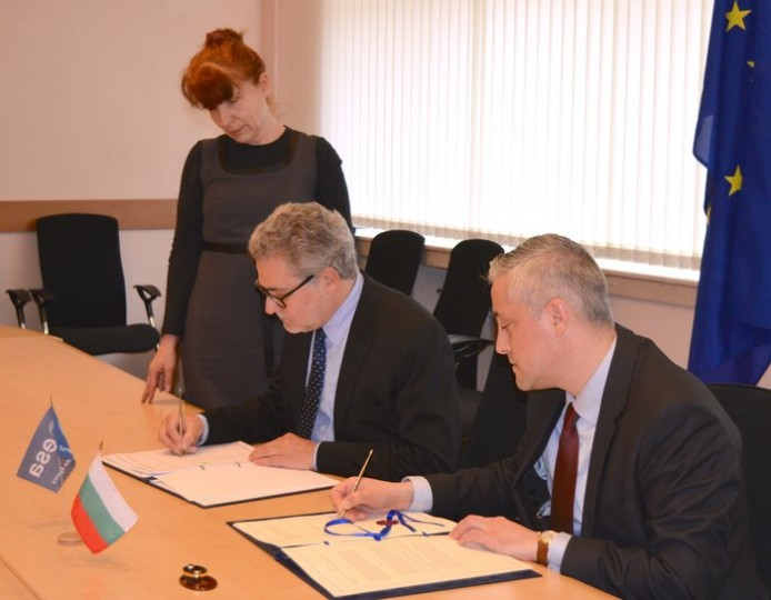The signing ceremony for Bulgaria to become the tenth country to join ESA's Plan for European Cooperating States (PECS). ESA's Director of Industry, Procurement and Legal Services, Mr Eric Morel (left) and the Bulgarian Minister of Economy, Mr Bojidar Loukarski, signed the ECS Agreement in Sofia, on 8 April 2015. Copyright: Bulgarian Ministry of Economy