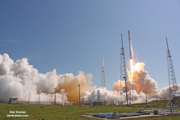 SpaceX Falcon 9 and Dragon blastoff from Space Launch Complex 40 at Cape Canaveral Air Force Station in Florida on April 14, 2015 at 4:10 p.m. EDT on the CRS-6 mission to the International Space Station. Credit: Ken Kremer