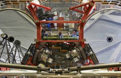 The LBTI (green structure in the center of the frame) between the two 8.4m mirrors of the LBT. Image credit: LBTO - Enrico Sacchetti