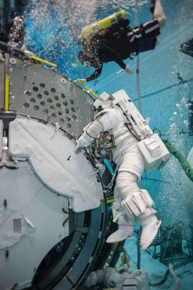Astronauts Scott Kelly and Kjell Lindgren during International Space Station EVA Maintenance 9 Training at the Neutral Buoyancy Lab at the Sonny Carter Training Facility. Image Credit: NBL/Bill Brassard