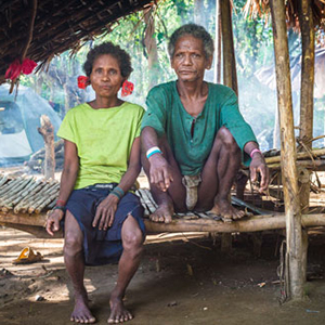 Elderly Agta couple in Philippines. New research showed that hunter-gatherer communities are often diverse in terms of kinship, which might be the result of relatively equal roles of both sexes. (Credit: Sylvain Viguier)
