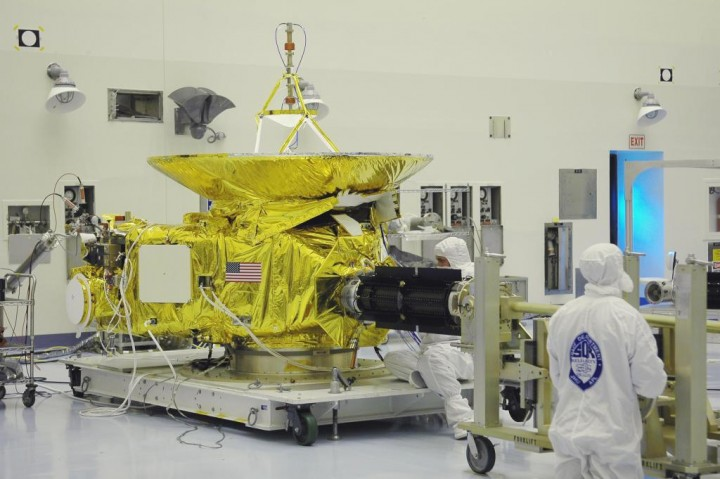 Engineers perform a test fit of New Horizons' RTG.  Image credit: NASA/KSC
