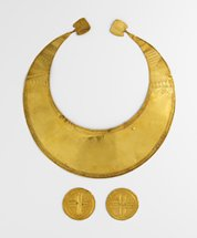Picture courtesy of the National Museum of Ireland. Bronze Age necklace and discs
