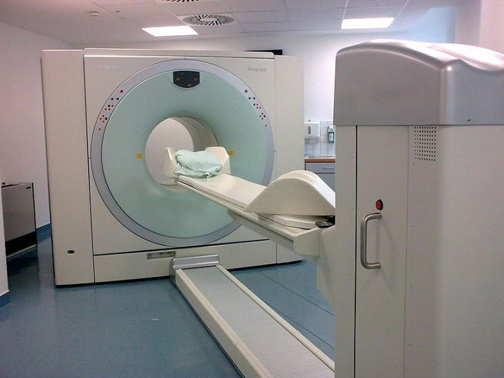 Combined apparatus for positron emission tomography (PET) and X-ray computer tomography (CT), Siemens Biograph. Image credit: Brudersohn via Wikimedia, CC-BY-SA-3.0
