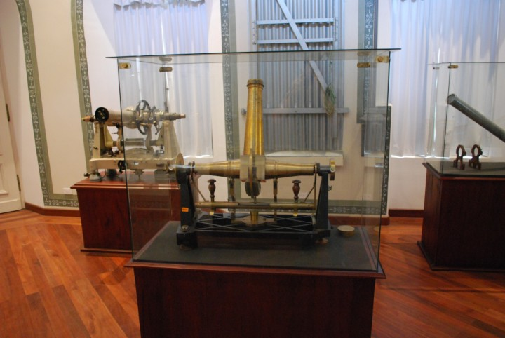 A transit instrument on display at the Quito Observatory in Quito, Ecuador. Image credit: David Dickinson