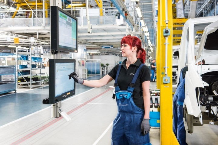 Intelligent solutions made the Ludwigsfelde plant a factory of tomorrow – quiet, efficient and clean. Image courtesy of media.daimler.com.