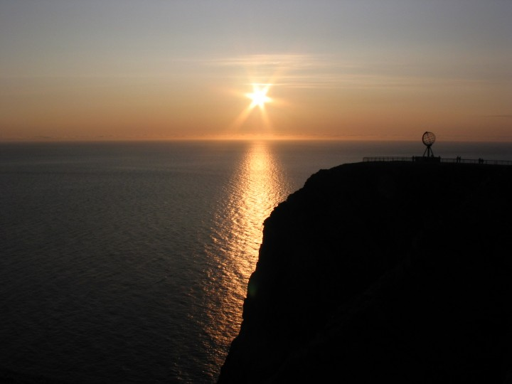 During the summer solstice Nordkapp, Norway, the sun never sets. For this reason it's called the midnight sun. (Image Credit: Yan Zhang via Wikipedia Commons)