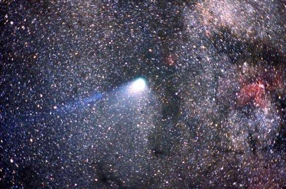 Photo of Haley's Comet crossing the Milky Way, taken by the Kuiper Airborne Observatory in New Zealand on April 8th/9th, 1986. Credit: NASA