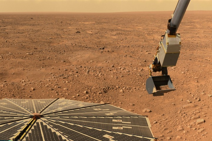 Brown University researchers have identified yet another potential prospect for future efforts in looking for Martian life. Provided the deposits of impact glass discovered on the Red Planet's surface are similar to those found on Earth, this could provide us with a window into the past extra-terrestrial life. Image credit: WikiImages via Pixabay, CC0 Public Domain.