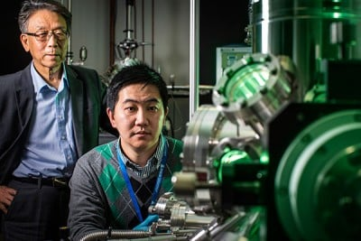 An ISEM team led by Professor Shi Xue Dou and Dr Yi Du have published breakthrough research into a new material call silicene.