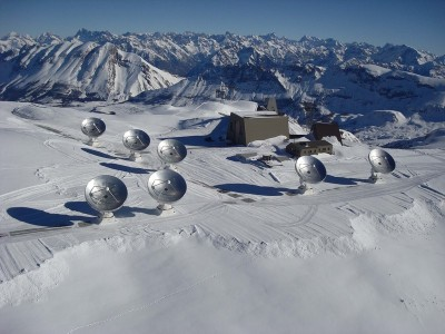Antennae for space: The NOEMA observatory on the 2550-metre high Plateau de Bure in the French Alps with the seven 15-metre dishes it has at present.   © IRAM/André Rambaud