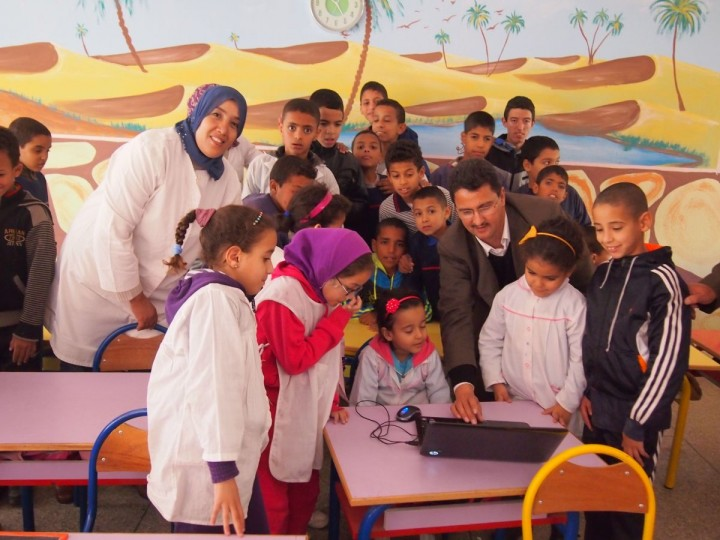 Abdelhadi Soudi shows students how to use the translation software in a Moroccan classroom. Credit: Courtesy of Abdelhadi Soudi, Ecole National de l'Industrie Minerale, Morocco