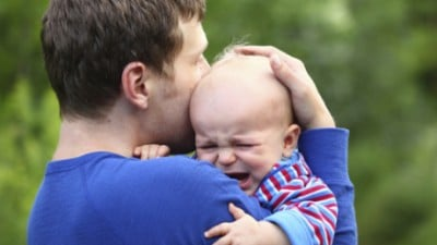 dad-and-crying-baby-consoling