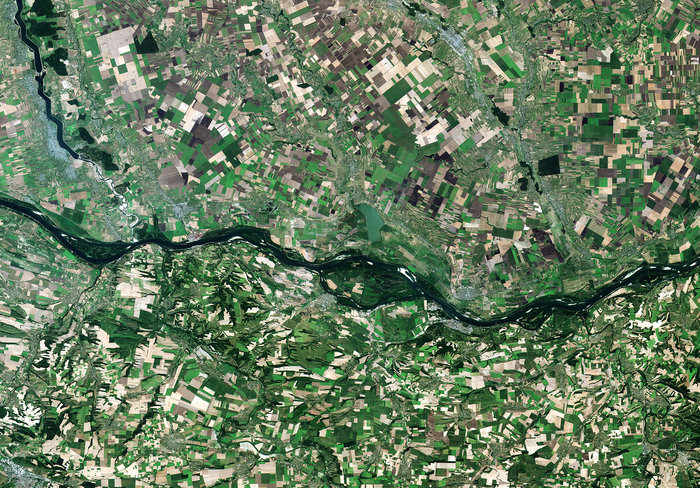 The Danube river forming the border of Romania to the north and Bulgaria to the south, as captured by Sentinel-2A on 26 July 2015. Copyright Copernicus Sentinel data (2015)/ESA