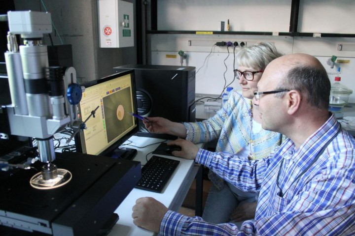 Prof. Dr. Natalia Dubrovinskaia and Prof. Dr. Leonid Dubrovinsky working on a micro manipulator used to prepare the samples for the double staged diamond anvil cell. Credit: University of Bayreuth