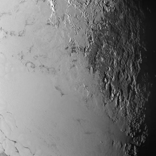 Another LORRI photo showing icy Tombaugh Regio butting up against rugged, mountainous (montes) terrain. Credit: NASA/Johns Hopkins University Applied Physics Laboratory/Southwest Research Institute