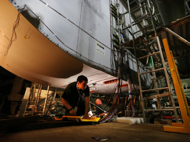 NASA technicians conduct a non-destructive inspection of the keel section of the PRSEUS multi-bay box inside the Combined Loads Test System (COLTS) facility. Credits: NASA Langley/David.C Bowman