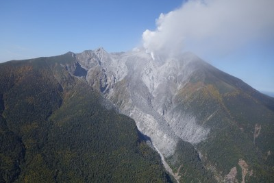 Mount Ontake is located 200 km west of Tokyo on the border of Gifu and Nagano Prefectures. This image shows the continued release of steam and gas from the volcano after the eruption. Image credit:   Earthquake Research Institute, The University of Tokyo.